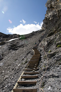 This well made and maintained staircase leads to the Hohtürli Pass. The ascent takes about 20 minutes. Tired quadriceps, a heart full of accomplishment and a pat on the back await you at the top!